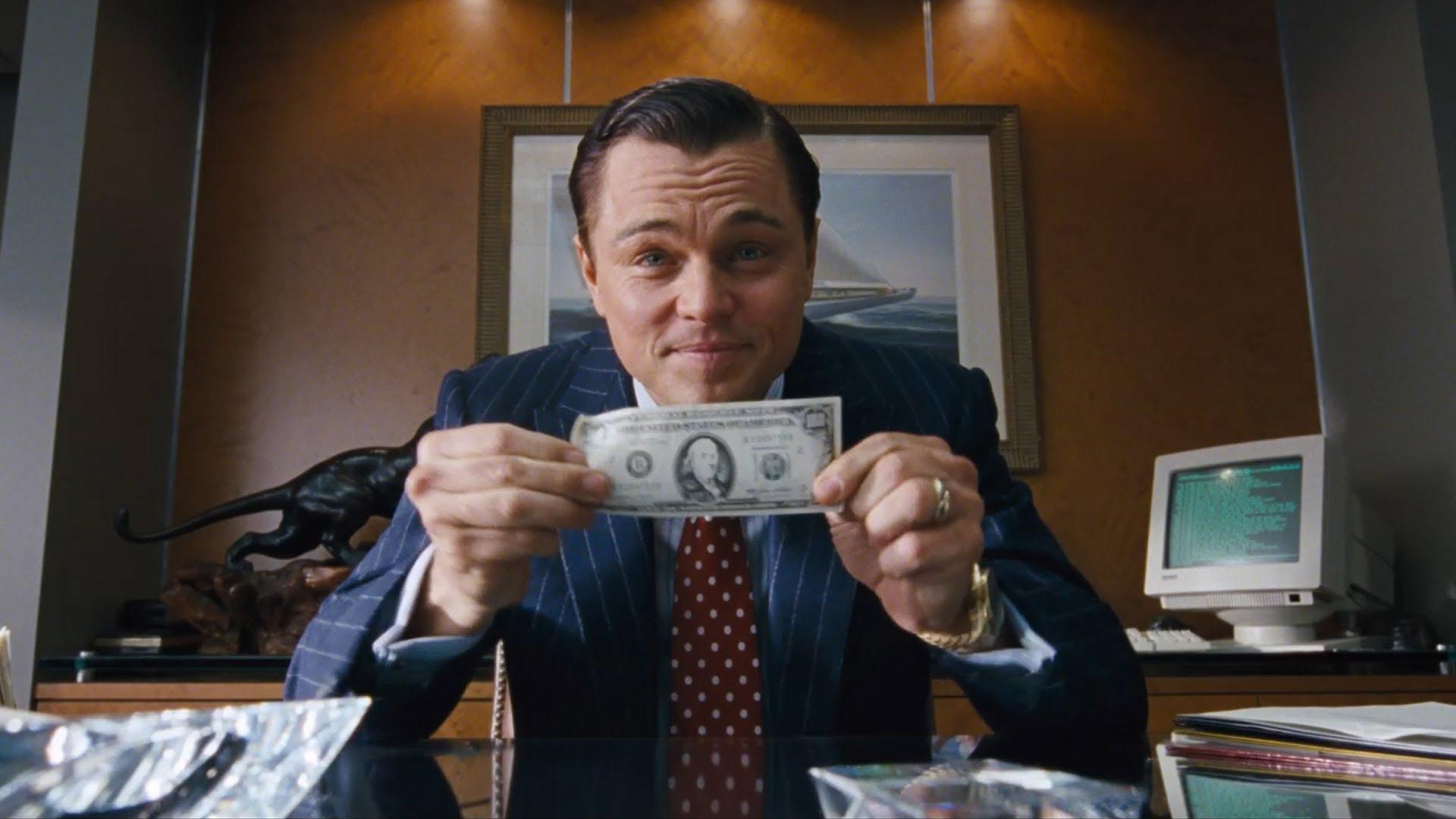 """《华尔街之狼》电影中,小李子饰演一位华尔街券商贝尔福特,经过一番摸爬滚打之后,在股灾时期摇身一变为一匹华尔街之狼,坐拥豪宅、美女、香车、游艇等好物。而这一切,源于他使用了一种Pump and Dump欺诈手段。 贝尔福特在股灾期间,集结了一群无业游民兜售股票向客户们兜售灾难股。其市值虽小,但客户买入多了,价格很快就上去了。之后他们用这个作为成功案例,忽悠更多的客户进来。骗局像气球一样越吹越大,所以被称为Pump。直到某一天时机成熟,这群华尔街的""""地痞流氓""""们就把自己持有的股票像扔垃圾一样全部抛掉,也就是Dump。 剧中这群人用这种非法且疯狂的金融诈骗手段敛财,最终等待贝尔福特的是法律的制裁。 在金融行业,反诈骗一直是经久不衰的重要课题。尤其在互联网金融、Fintech快速发展的新时代里,风控一直被金融从业者奉为葵花宝典。 但,中国的反欺诈难于上青云,究竟有多难? 据融e聚了解,在中国用手机号做欺诈,团伙的规模到金额,都触目惊心!2011年至2015年,五年经济损失共计550亿元,平均每年涉案金额增长比例约60%...... 骗贷这种欺诈事件在金融圈时有发生。近日玖富集团旗下另一家平台玖富超能被曝遭遇联合骗贷。经警方查证,玖富超能内部工作人员以发放好处费为诱饵,拉人申请贷款,贷款到手后直接瓜分。 事实上,遭遇骗贷事件的并非玖富一家。互联网金融行业已经衍生出了""""骗贷党"""",骗贷已形成一条产业链。 据悉,骗贷党在网络上拿到完整的资料后,通过淘宝上制作假证,伪造信用卡账单……骗贷者在骗贷完成之后会把手机丢掉或永久关机,网贷平台上的这个借贷者就这样""""凭空消失"""",导致这笔借款成为一笔永久的坏账。 金融欺诈为何频频发生?一是海量数据泄漏;二是诈骗手段翻新速极快;三是新型欺诈行为更多是通过""""人机对话"""",有很强的隐蔽性;四是金融欺诈逐步形成了包括上、中、下游完整结构的黑色产业链,风控难度增大。 在融e聚看来,金融业反欺诈孤军作战必不长久。 金融的核心在于风控,而风控离不开大数据的支持。风控的有效性,80%来自于数据量的提升。但反观中国整个数据积累的情况和成熟度,这个市场情况并不乐观。目前数据共享问题并无有效的解决方案。所以基于在征信、大数据风控领域的经验,""""数到用时方恨少""""现象很普遍。 金融贷款行业反欺诈体系的建立,需高度重视信用体系的搭建,从源头上使欺诈的门槛高于欺诈的收益,这样才能有效杜绝欺诈行为。 但中国的征信机构往往各自为政,渴望形成自身的业务闭环,最终形成一座座信息孤岛。每个信息孤岛覆盖面有限,导致信息不全不广,还未采取信息共享。而征信机构凭借不全面的信息进行不同形式的信用评分并对外进行使用,很难规避信息误用及滥用问题,更甭提有效的金融反欺诈了。 做金融的最大风险之一,在于金融业务本身是带风险的,""""你想挣人利息,别人想赚你本金。""""道高一尺魔高一丈,消费金融领域的骗贷攻防战争还将继续上演。融e聚作为一站式综合金融服务平台,一直将风控放在首要位置。 贷前审核阶段,融e聚专业的贷款顾问会对用户资质进行初步审查,进行第一步筛选。贷款顾问会邀客户来公司,为其提供一对一式贷款服务,全方面了解用户需求以及用户资质。贷中阶段,融e聚数百名员工组建的风控团队会对我们的客户资质进行深层次的资质审核。风控团队员工根据用户提交的包括结婚证明、身份证、居住证明、工作证明等资料进行核查,保证贷款手续的合法、合规。融e聚对用户资质的全方位、多层面的审查,从源头上杜绝金融欺诈事件的发生。除此以外,融e聚还联手已建立长期稳定合作关系的50多家大型银行、200多家金融机构,采用银行级别的风控模式,多维度测量借款方的还款能力,为融e聚的金融服务保驾护航! 融e聚作为金融科技的一员,将利用先进的互联网技术深层次探索金融反欺诈新模式,为更多的人提供安全高效的金融服务。融e聚希望,未来在金融市场里,天下无贼!"""